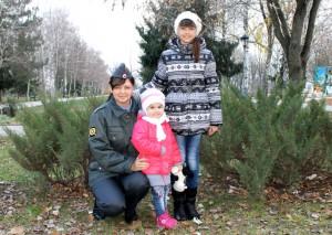 Инспектор по делам несовершеннолетних Татьяна Халиева со своими детьми