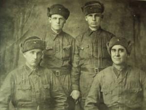Любченко Филипп Захарович (1908-1988г), мой прадед (стоит справа в верхнем ряду). Прадед ушёл на войну в 1942 году. Служил водителем в артиллерийском полку( возил артиллерийское орудия).Был ранен . После войны, в конце 1945 года, вернулся в станицу.