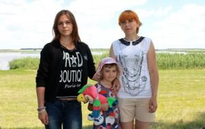 Алла Чуйкова с дочерьми - Виталиной (старшая) и Настей.