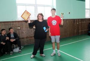 Директор школы №7 Елена Саворская и старшеклассник Алексей Ишутин