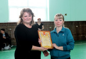 Директор школы №7 Елена Саворская (слева) и учитель физкультуры Любовь Косяченко